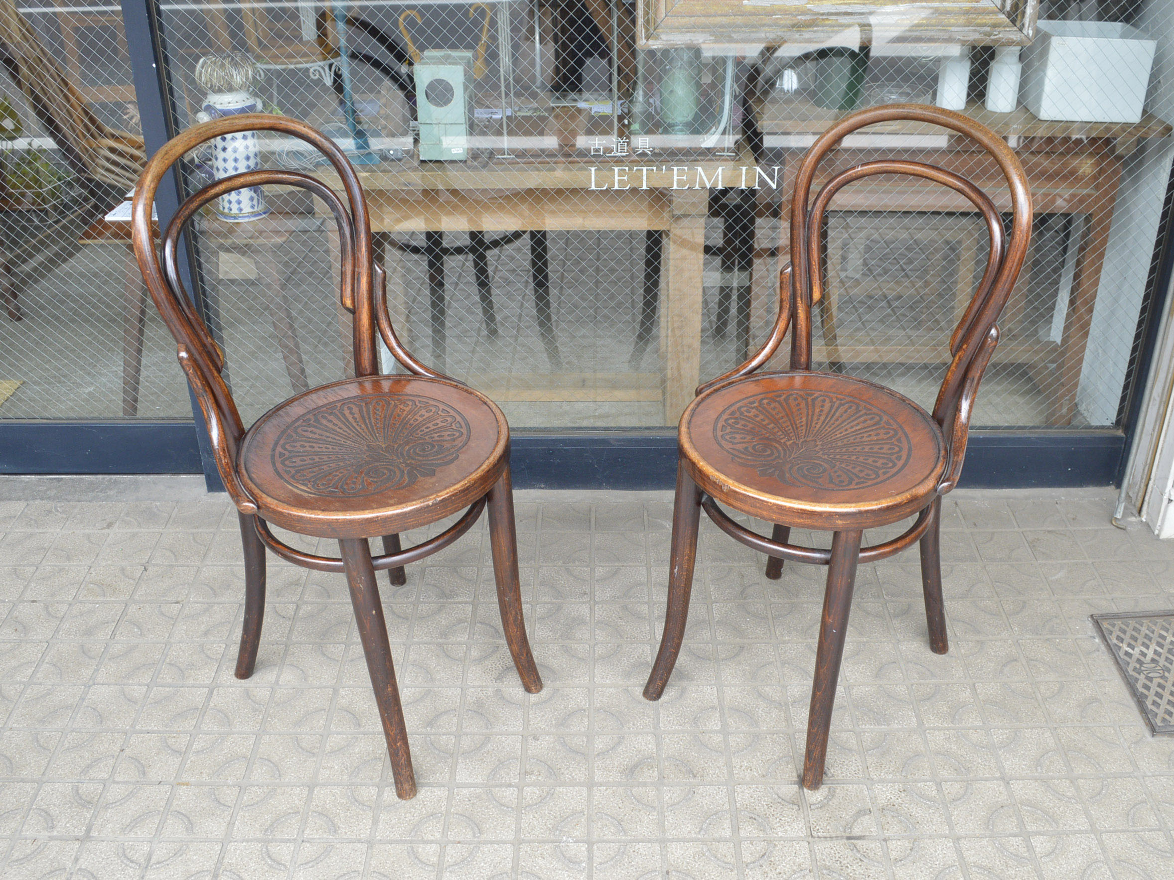 THONETの曲げ木のチェアです。 1819年創業のTHONET社。言うまでもありませんが、曲げ木の椅子を開発したことで有名です。