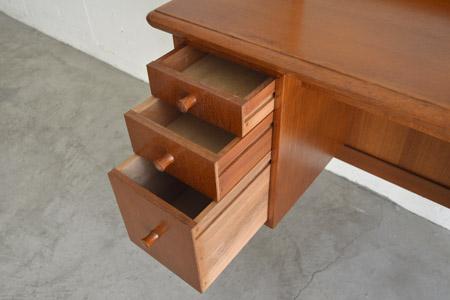Dresser07.jpg